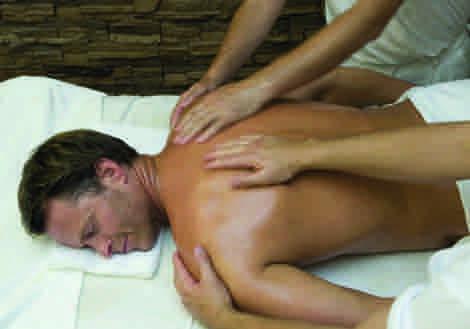 Auch immer mehr Männer begeben sich in die Hände von erfahrenen Therapeutinnen und genießen wohltuende ayurvedische Synchron- Massagen.
