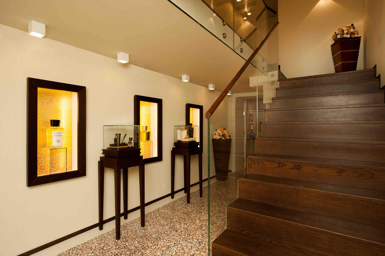 Exklusives Muranoglas im Treppenaufgang des neuen SPA Bereichs.